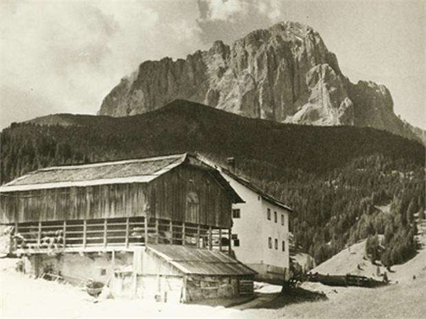 Photo exhibition: Farmhouses of Val Gardena